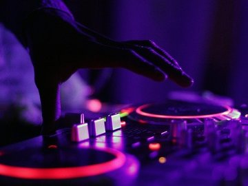 Offer DJ Influencer Campaigns: I'll play your music on my Instagram